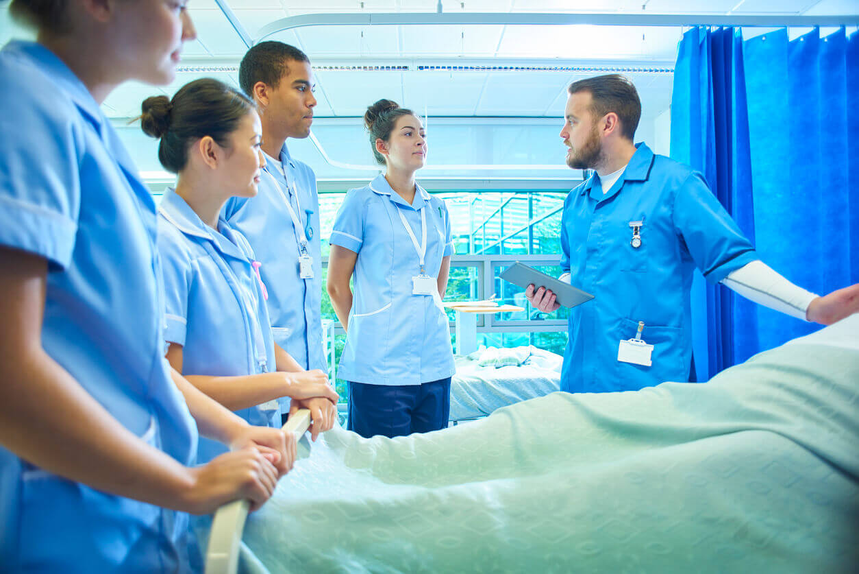 becoming an enrolled nurse online