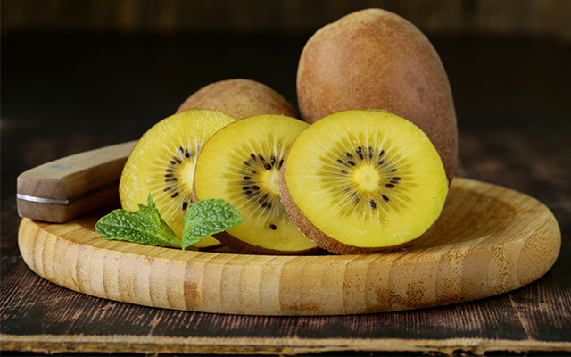 Eat kiwifruit for health and cure a cold